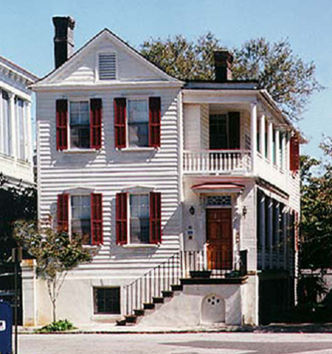 A typical Charleston House with a 'front' door actually leading to a side-facing open porch called a 'piazza'